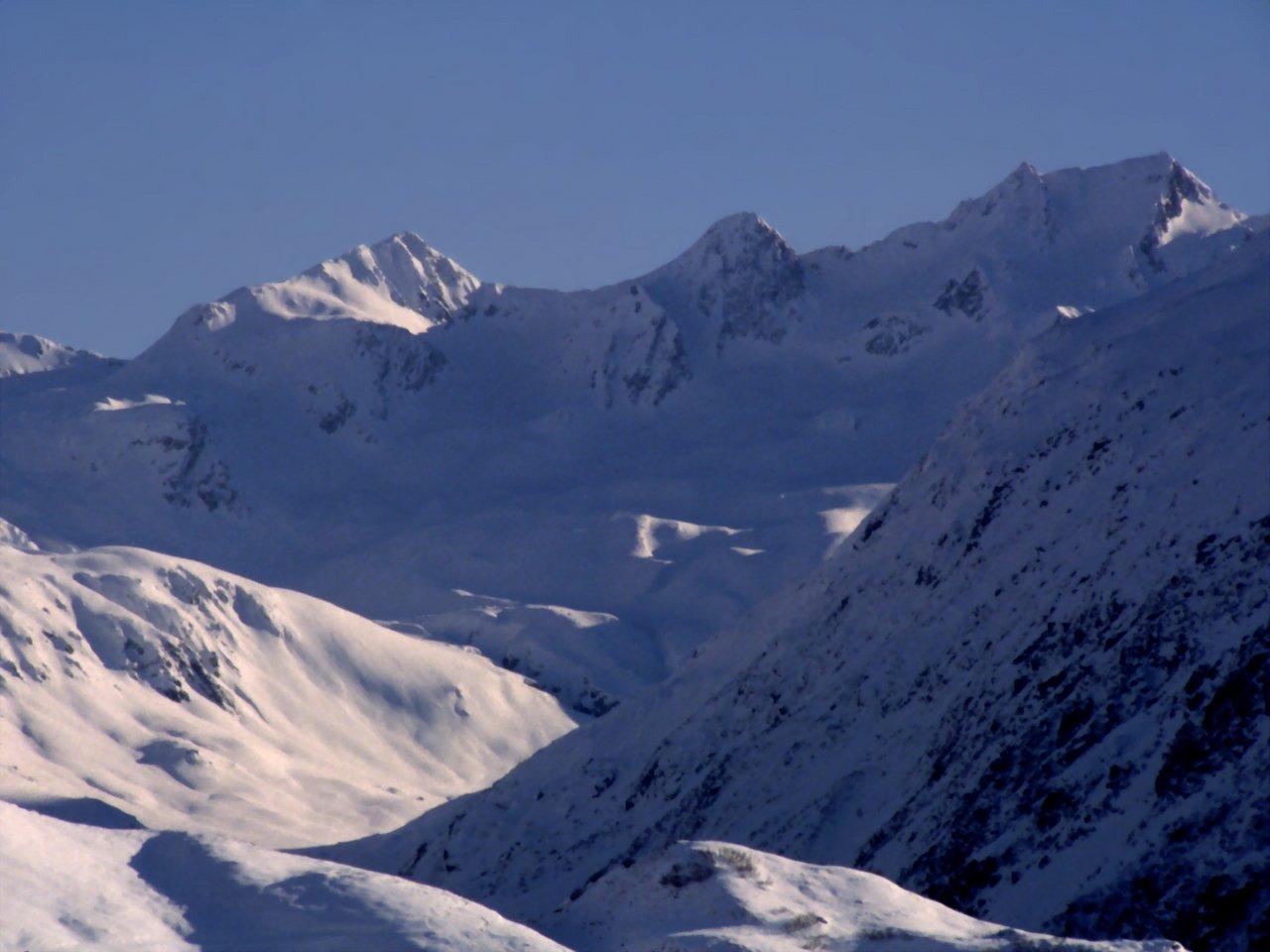 Paesaggio di montagna in inverno andermatt for Immagini desktop inverno